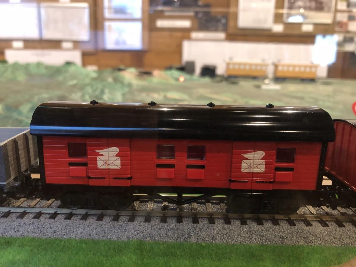 きかんしゃトーマス 5号ジェームスに客車(普通車)と郵便車が入線