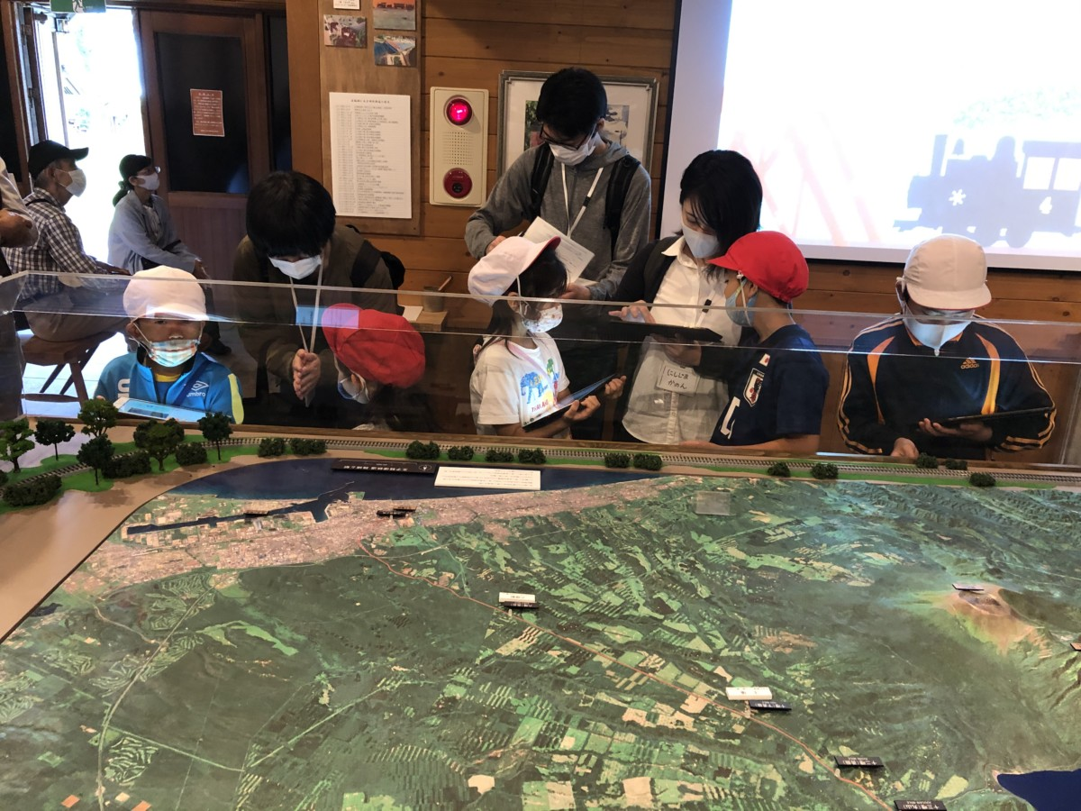 支笏湖小学校野外活動「支笏湖・山線はかせになろう」へ参加