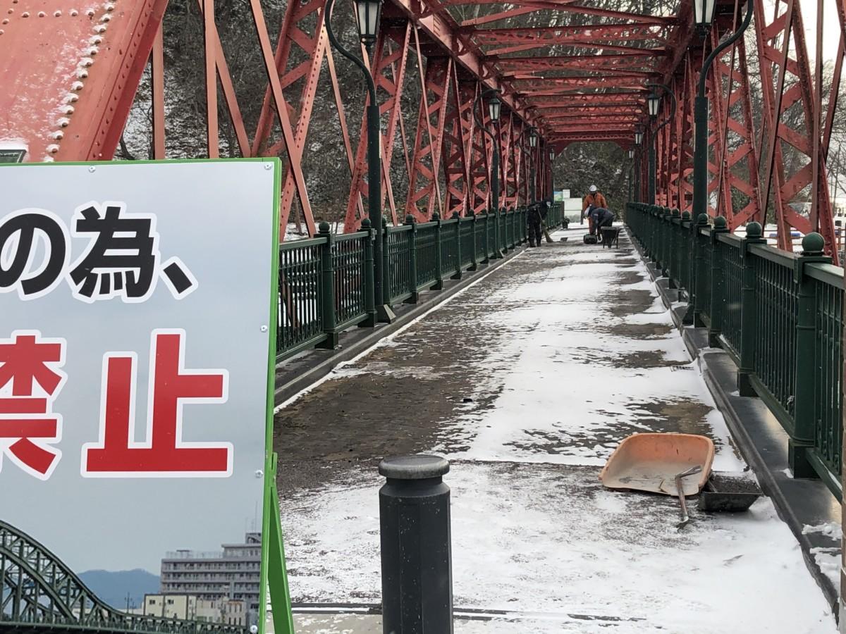 山線鉄橋はただ今補修工事中です。