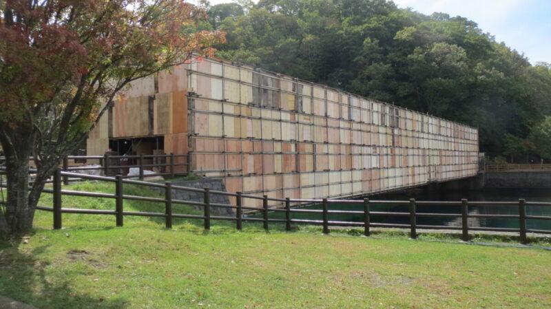 山線鉄橋の塗装工事が行われています